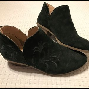 Kenneth Cole size 8 forest green suede booties
